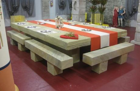 Tavoli In Pietra Per Interni.Lavorazioni In Polistirolo Arredamento Di Interni Tavolo